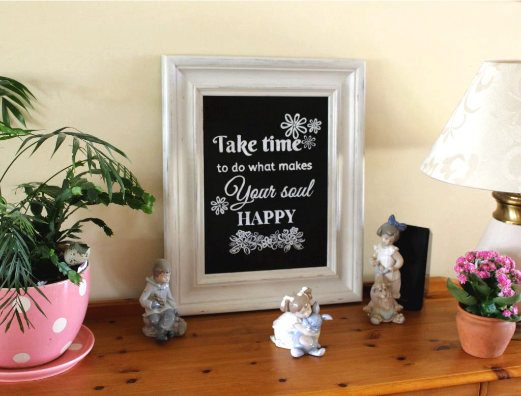 I absolutely love chalkboard art signs. I save hundreds of quotes but had trouble finding the right frame for our dresser. Until I spotted this gorgeous chunky pine frame - perfect! With a bit of DIY and chalk paint you can transform any frame to a gorgeous piece of art work that you can display in your home. Check out the step by step on how to make a unique chalkboard art sign for your home.