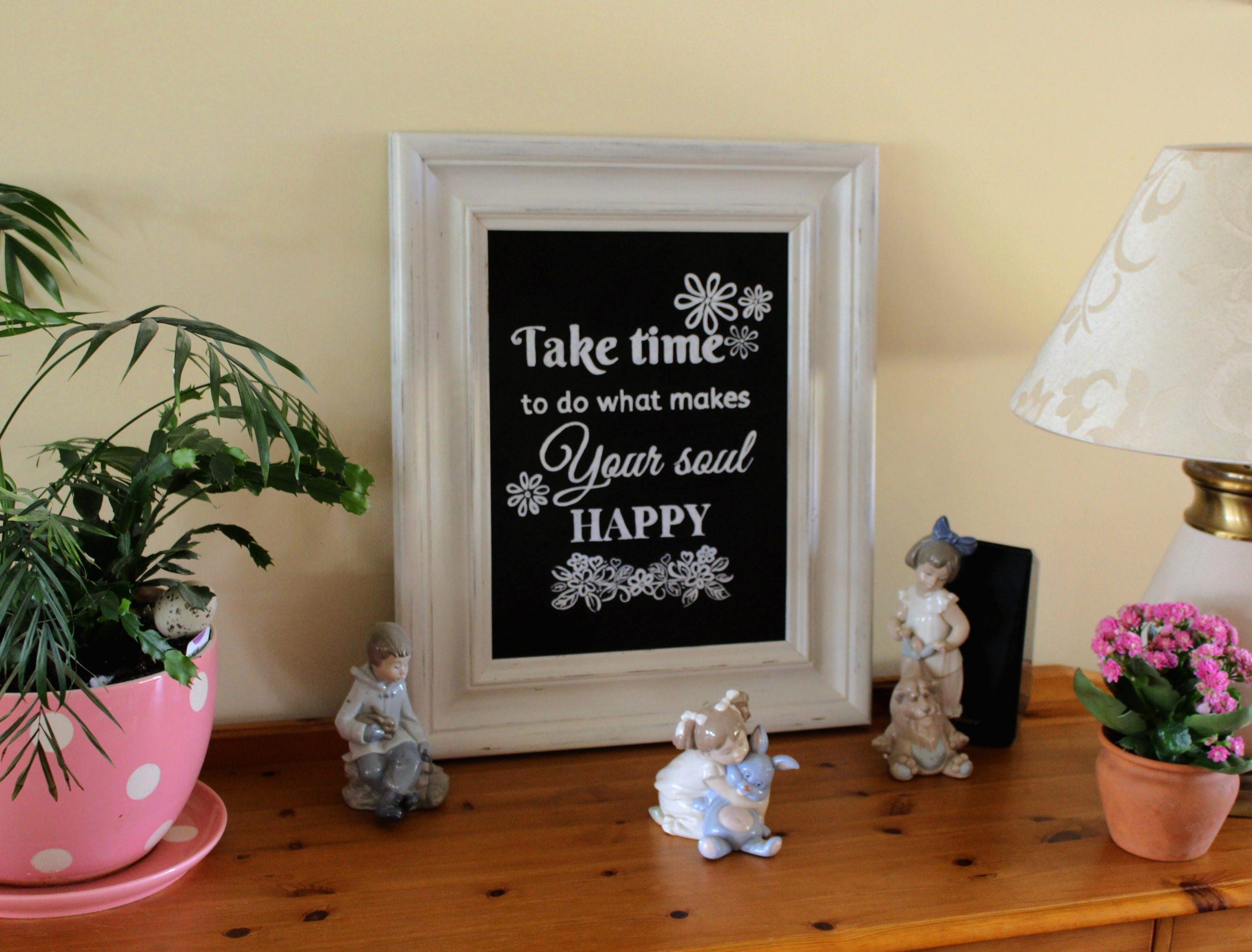 Transform a pine mirror frame to a chalkboard display