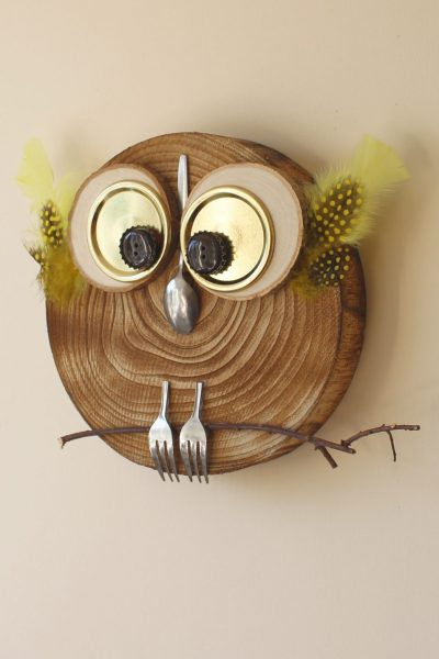Adding some autumn fun to your home doesn't have to be difficult. Or expensive. This fun DIY budget owl was made from some household items that you are bound to have to hand. Throw in a wooden tray and some wood slices and you can have this cutie up in your home in no time at all. #autumn #fall #autumn decor #owl #autumn craft