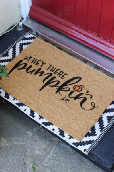 Do you love the front door mats you see on Pinterest but can't find a cute one in the shops? See all the ideas but don't know where to start? why not have a go at making your own! Creating your very own DIY doormat is easier than you think. With some basic materials and a bit of patience you'll be ready to welcome your visitors in style in no time at all. It's great for just adding a bit of fun to your front door. #fall #autumn #front door# porch #autumn decor