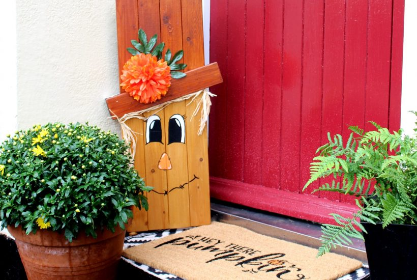 I love how this reversible scarecrow/snowman has turned out for our front garden. I made this one from some old bed slats we had for ages, but you can easily make a similar one from old pallet wood too. It's a great fun way to welcome visitors and it's a real win/win to get both your autumn and your winter decorating done! Not to mention it's a great budget option too!