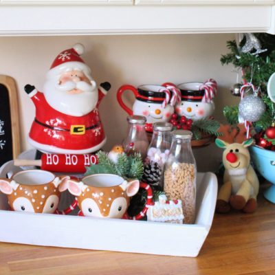 Simple Christmas hot chocolate tray