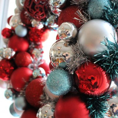 How to make your own Christmas bauble wreath