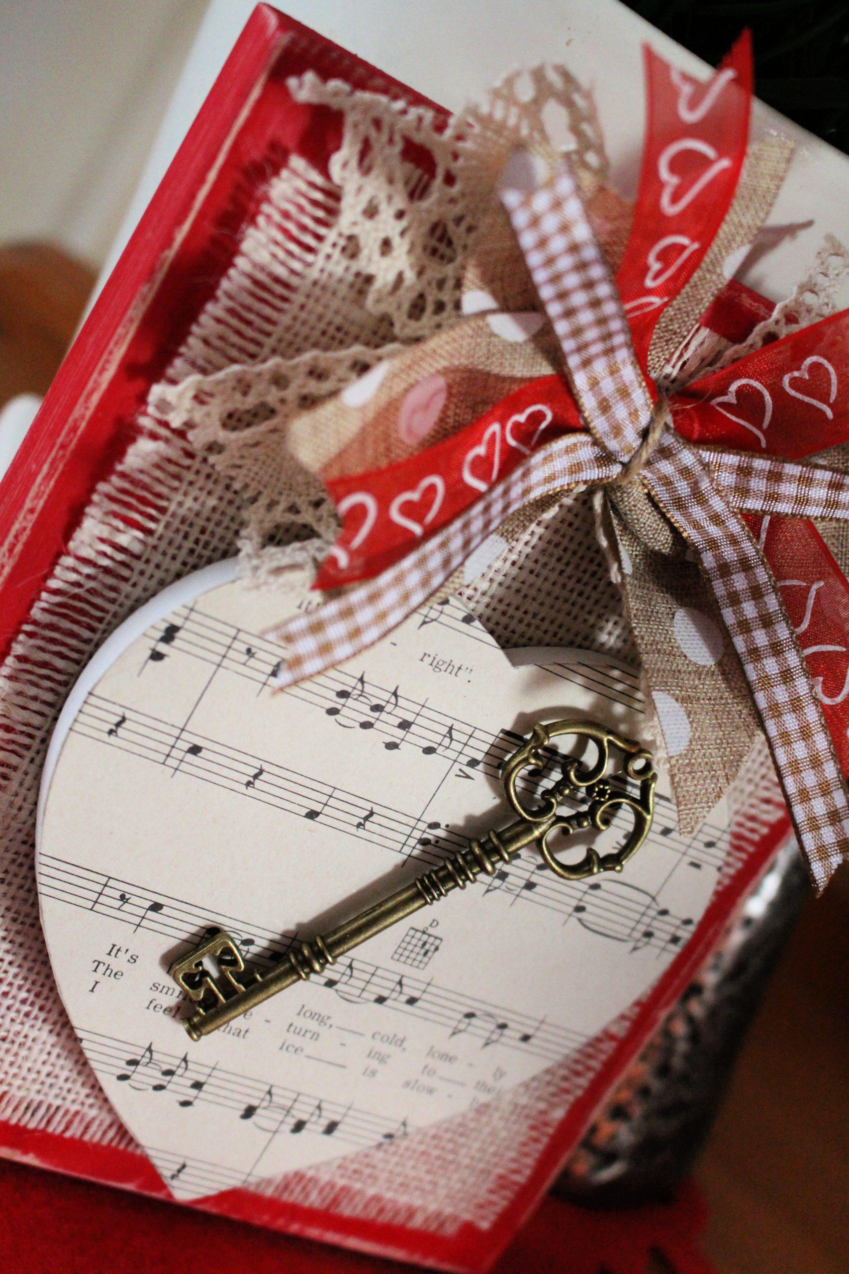 Valentine Key to my heart shelf sitter with messy bow and ornamental key.