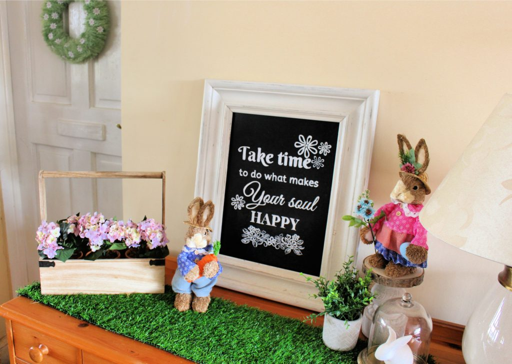 living room Easter decorations| Easter Decor idea | Easter Decor | Easter mantle | Easter lounge   #easterlounge #easterdecor #easterfireplace #eastermantle