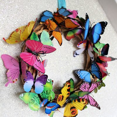 Simple and quick craft – rainbow butterfly wreath!