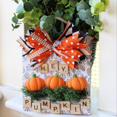 DIY hot glue pumpkins to create a little sign
