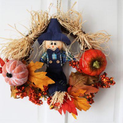 Making a quick autumn scarecrow wreath